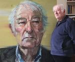 seamus_heaney_in_the_studio_with_his_portrait_by_colin_davidson